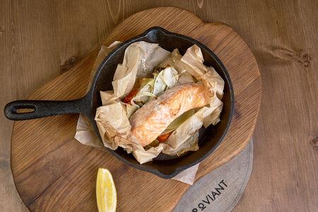 Филе лосося запеченное с фенхелем и черри