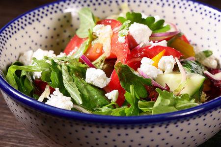Овощной салат с сыром фета
