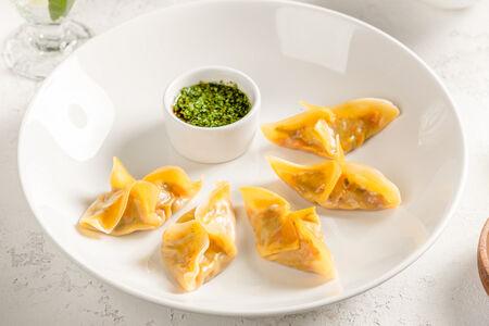 Пельмени-гедза с овощами и устричным соусом