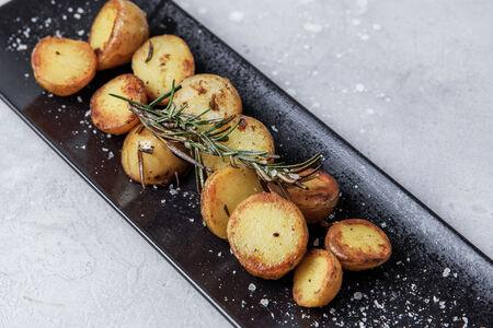 Картофель бейби с розмарином