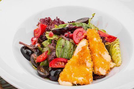 Салат с жареным сыром