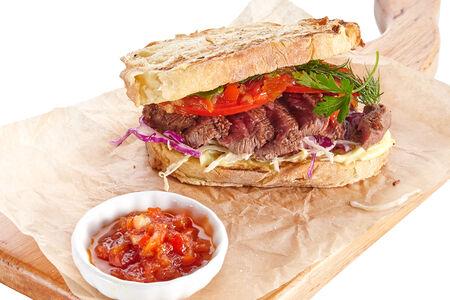 Сэндвич с говядиной и томатным джемом