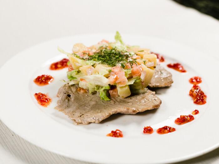Эскалоп свиной с картофельным салатом