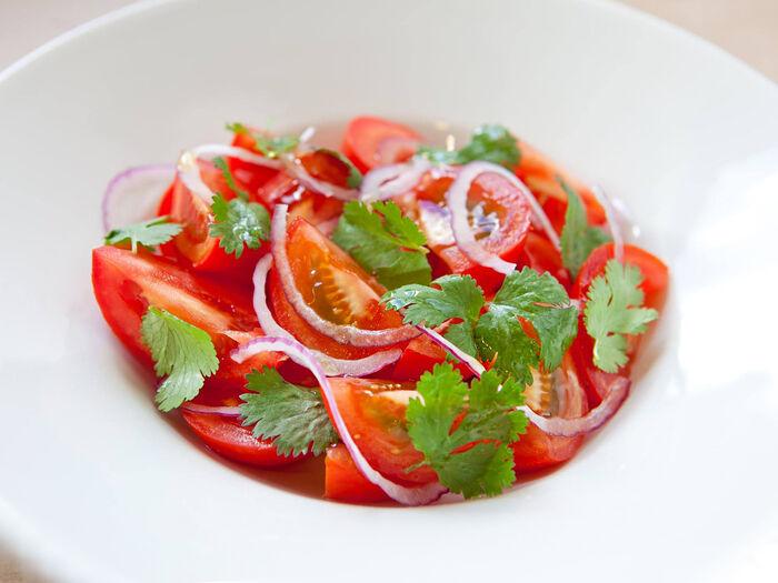 Салат из розовых помидоров