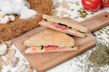 Двойной сэндвич с лососем