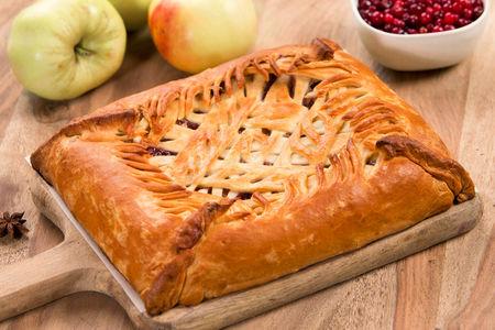 Пирог Яблоко с брусникой