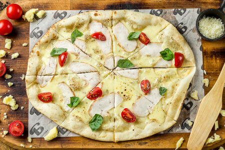 Пицца с куриным филе и тартуфатой
