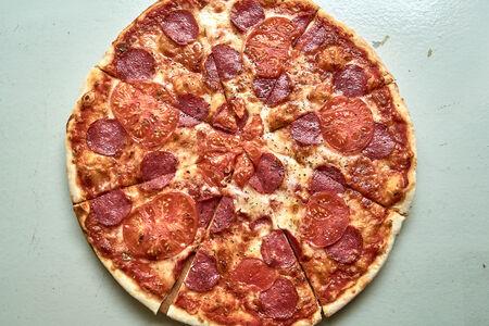 Пицца Салями Помодоро