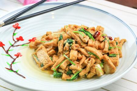 Жареный тофу с зеленым луком