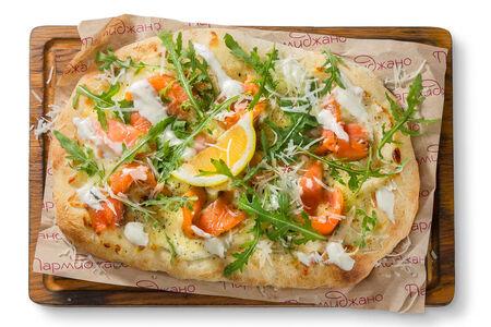 Пицца с лососем и кремом из мягкого сыра