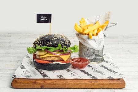 Блэк бургер-меню с куриной котлетой