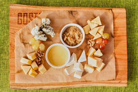 Сыр к бутылке вина