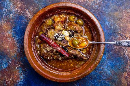Тажин с говядиной, оливками и сливами