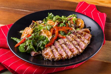Салат с филе тунца