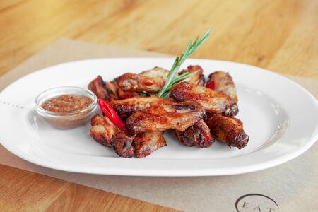 Запеченные куриные крылышки с паприкой