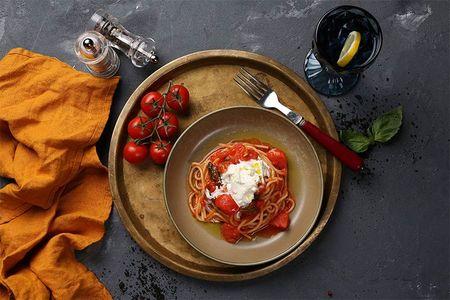 Спагетти Помодоро со страчателлой
