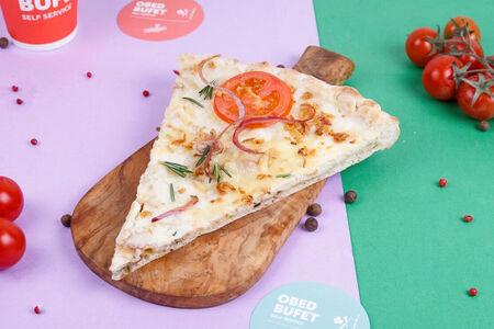 Пицца с грибами и сыром слайс