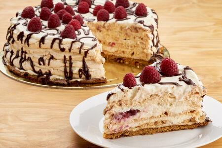 Десерт Меренг с ягодами
