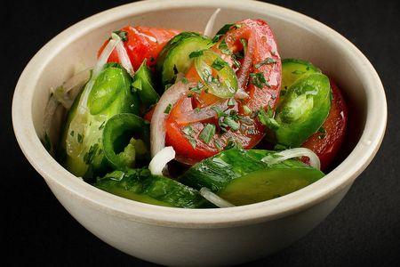 Овощной салат с острым перцем
