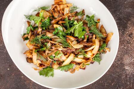 Картофель жаренный с вешенками