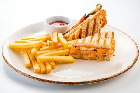 Клаб сендвич с картофелем фри