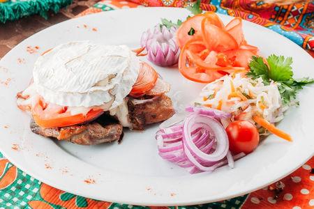 Шейка свинины с сыром Камамбер