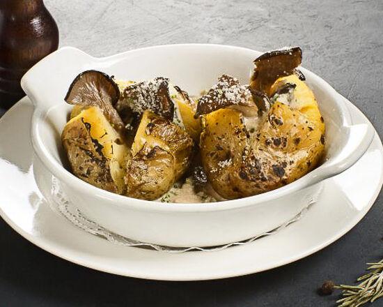 Картофель, запеченный с грибным соусом