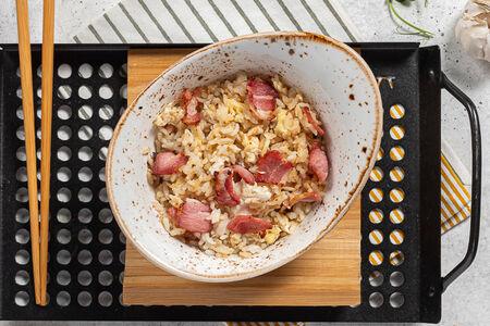 Рис с яйцом и беконом