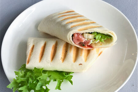 Сэндвич-ролл с красной рыбой