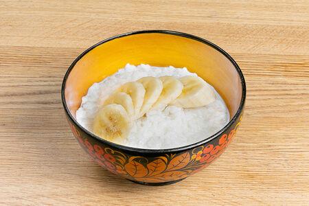 Молочная рисовая каша с бананом на кокосовом молоке