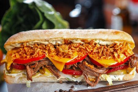 Сэндвич с луковым кранчем