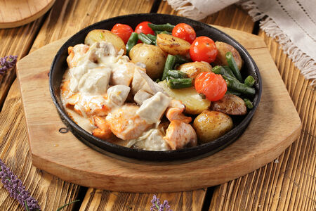 Жареха с куриным филе и овощами