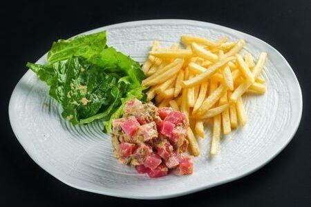 Тартар из тунца c картофелем фри