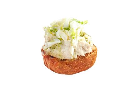 Тапас с кремом из курицы и сыром Монт Блю
