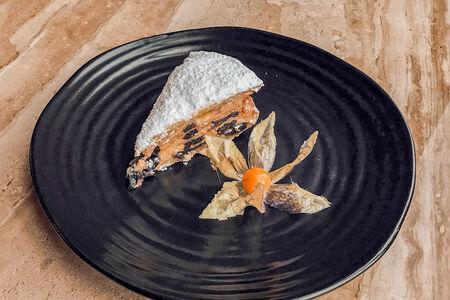 Миндальный торт с черносливом