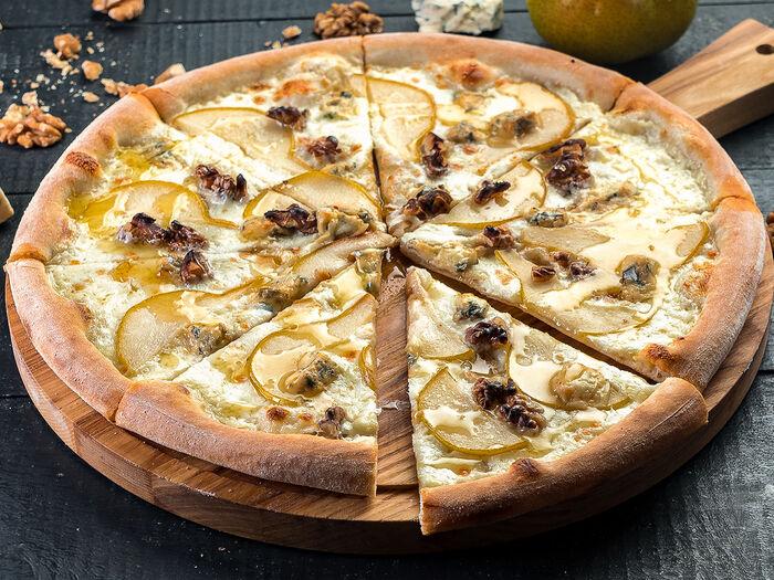 Пицца Груша и сыр дорблю