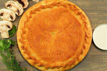 Пирог с отварной курицей и грибами