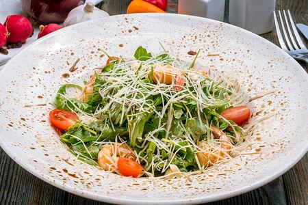 Салат Руккола с креветками и сыром пармезан