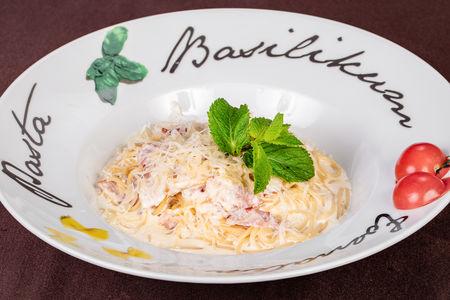 Спагетти Карбонара с соусом пармезан