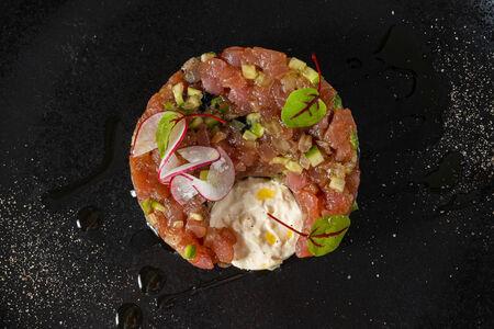 Тартар из тунца с кремом из имбиря