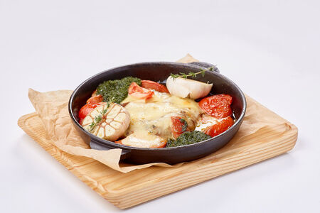 Свиная шейка с томатами и сыром сулугуни