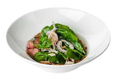 Теплый салат с вешенками и беконом