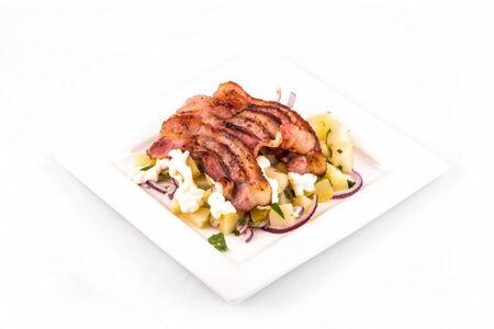 Салат картофельный с беконом