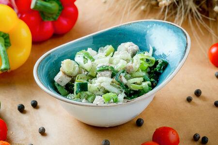 Салат с цыпленком и сельдереем