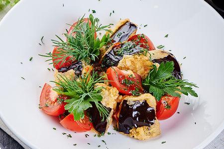 Салат из баклажанов и томатов в китайском соусе