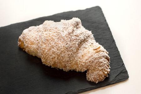 Круассан кокосовый