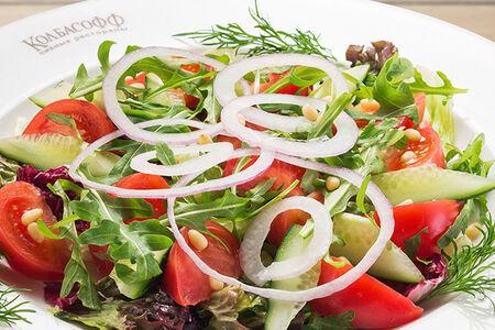Салат со сладкими помидорами