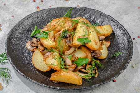 Картофель бейби с грибами и луком