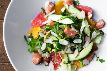 Салат Севиче из лосося с цитрусами и авокадо