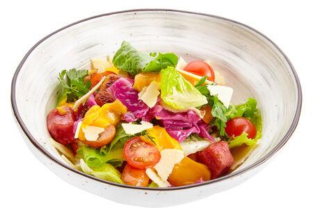 Салат с жареными колбасками и ньокками